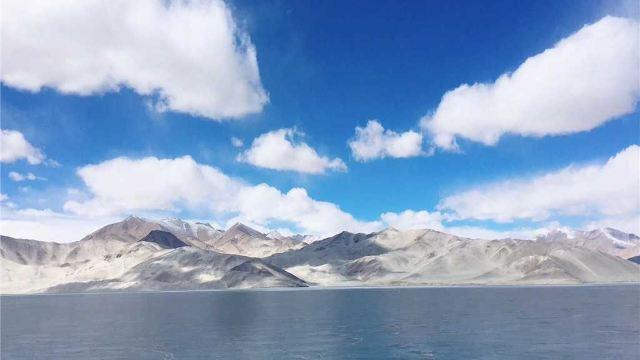 新疆喀什帕米尔高原卡拉库里湖+香妃墓+艾提尕尔清真寺+喀什老城+喀什大巴扎二日游【天天发团】