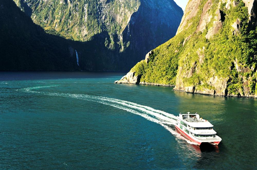 米爾福德峽灣遊船+皮划艇套餐 (適合自駕 中文解說可選 3小時深度探索含水下探測館 )