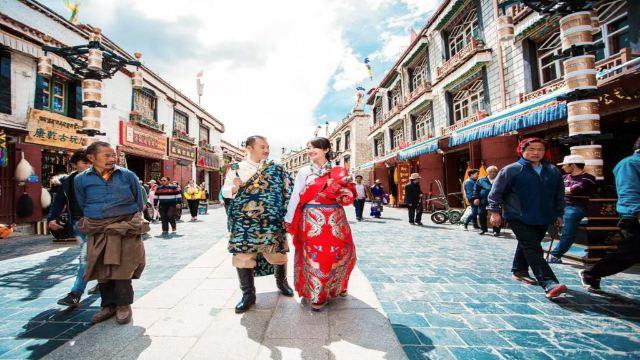 西藏锦绣藏装体验馆(到西藏 就要做一次扎西和卓玛)