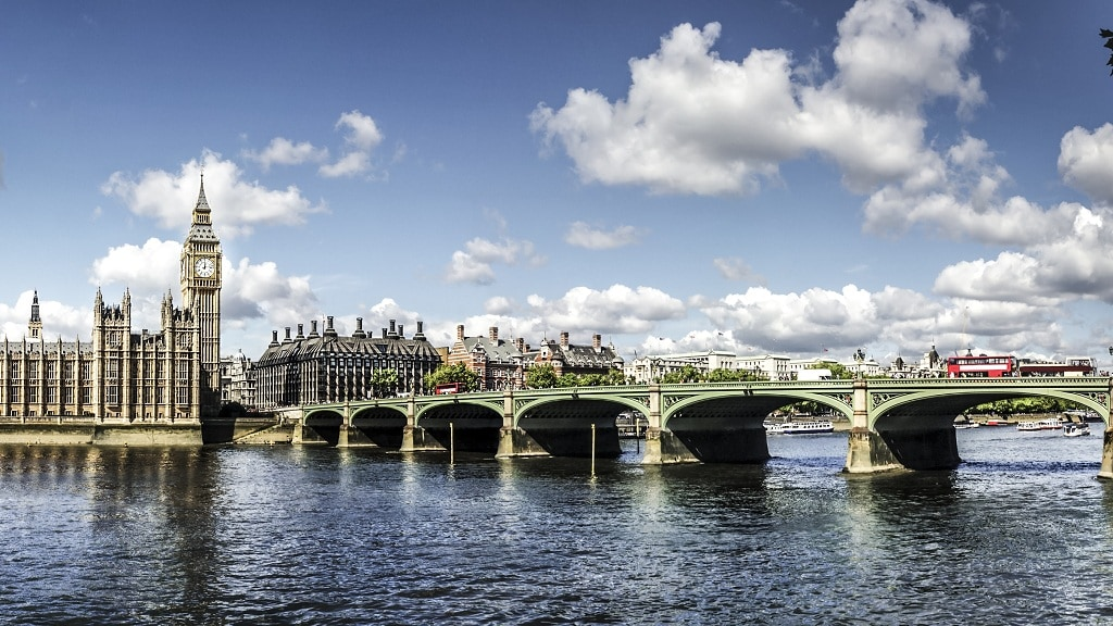 Shared Coach Transfers Between Heathrow Airport (LHR) and Central London