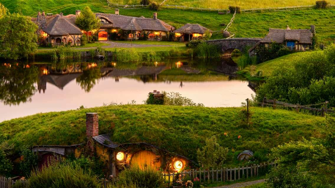 新西蘭懷托摩螢火蟲洞+馬塔馬塔霍比特村一日遊(Mini2-10人小團 中文司導 含午餐)