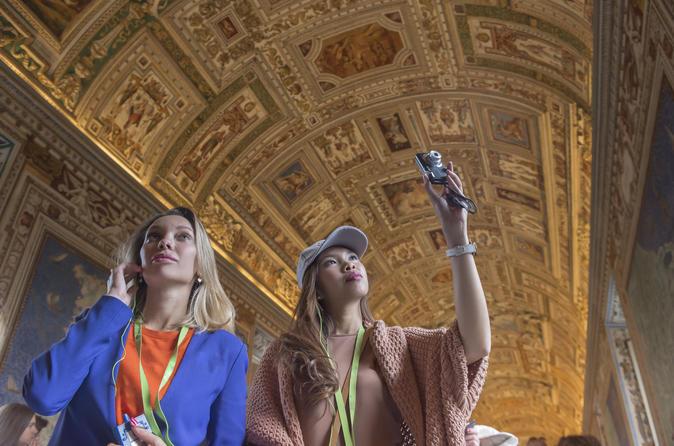 バチカン美術館、システィーナ礼拝堂、サン・ピエトロ大聖堂を巡る半日散策ツアー