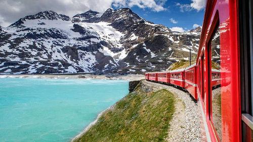 瑞士阿尔卑斯山介绍_意大利瑞士伯尔尼纳景观列车穿梭+阿尔卑斯山+瑞士迷人度假圣地 ...