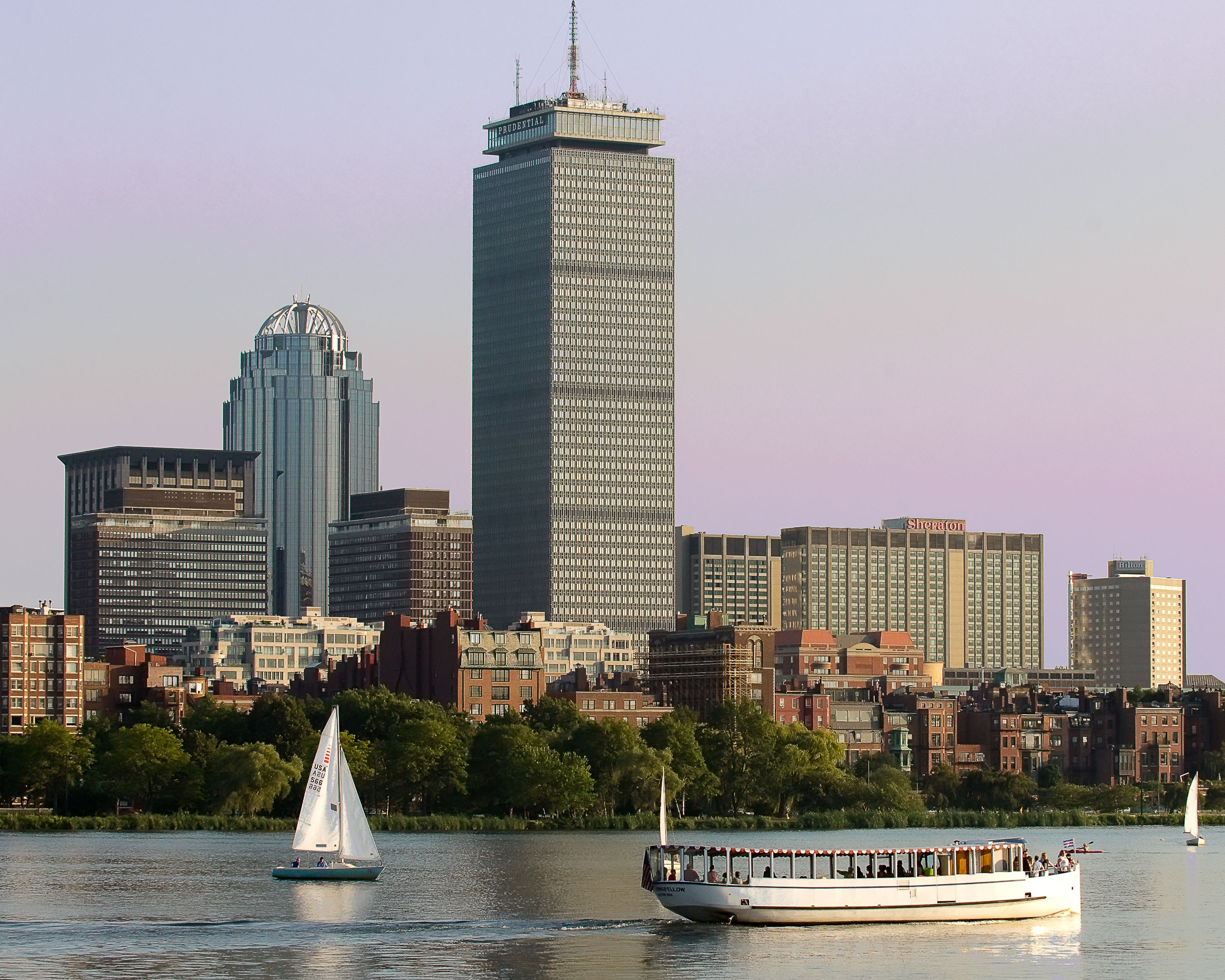 Charles River in Boston, Cruise