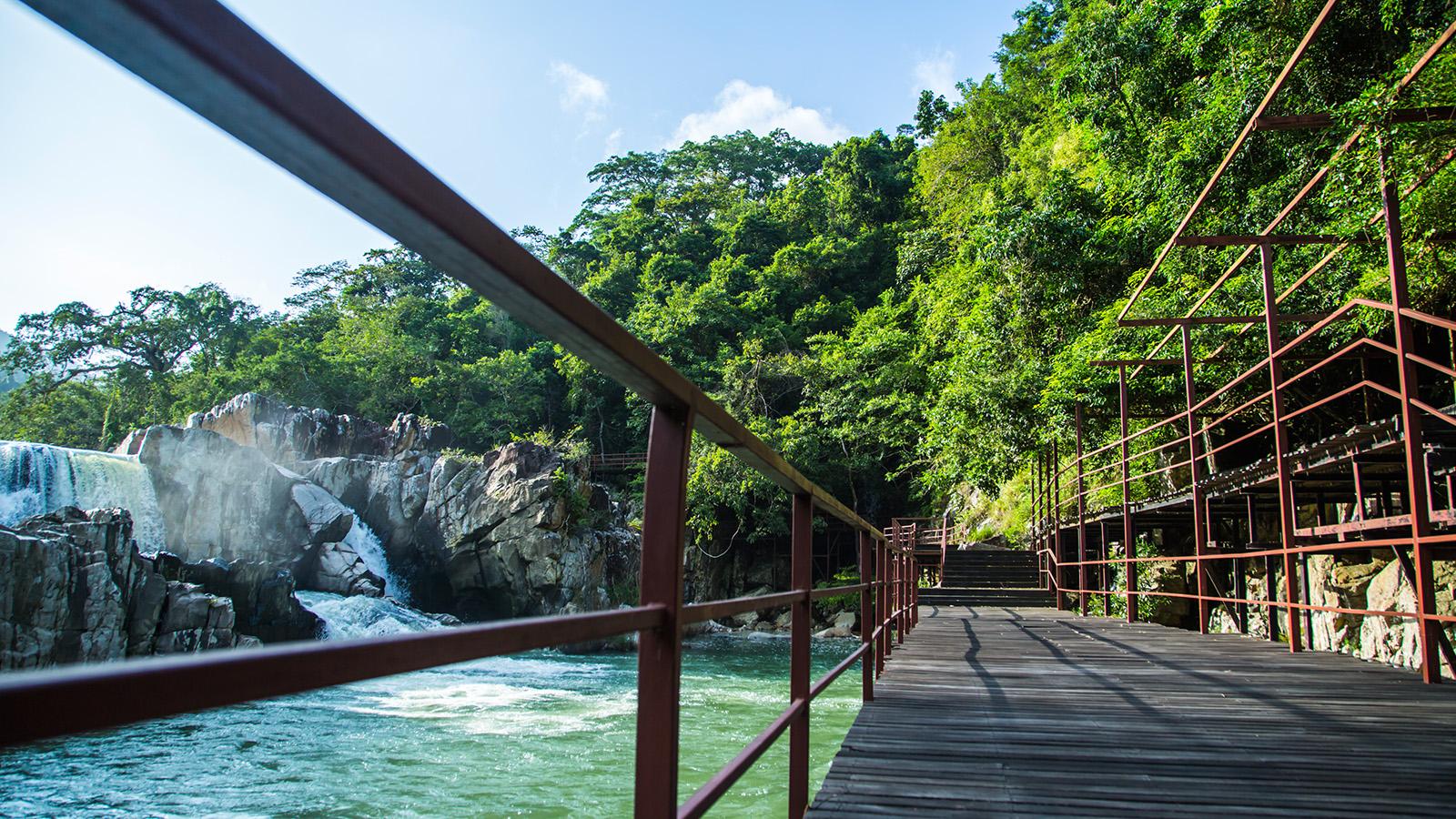三亞呀諾達雨林文化旅遊區包車一日游(踏瀑戲水+玻璃棧道+網紅鞦韆+高空滑索)