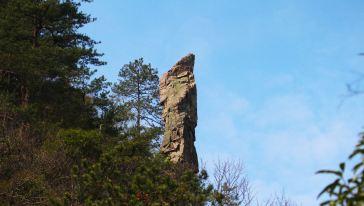 观音岩森林体验基地沿途特色-天然巨石观音石