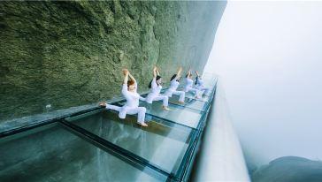 玻璃栈道瑜伽