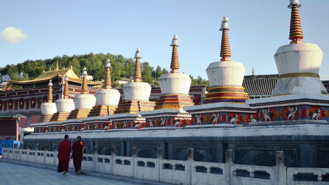 塔爾寺+貴德國家地質公園阿什貢七彩峰叢景區一日遊