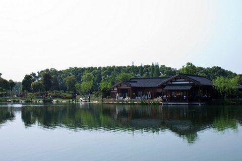 302899198_位于常熟城西,与虞山公园相邻,尚湖风景区包括荷 ...