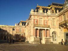 凡尔赛宫-凡尔赛-周围落英朵朵开
