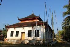 维苏那拉特寺-琅勃拉邦-红梅